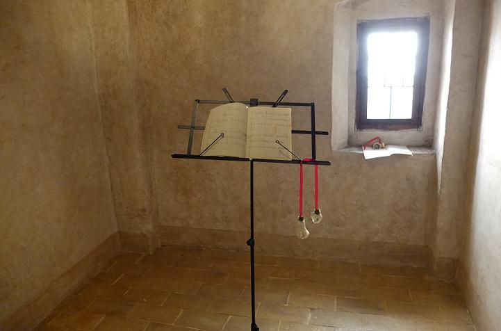 LUCIANO TITTARELLI - ANNI 10 - MOSTRA AL CONVENTINO DI SANTA MARIA DEGLI ANGELI- ISTALLAZIONE 2015 (1)